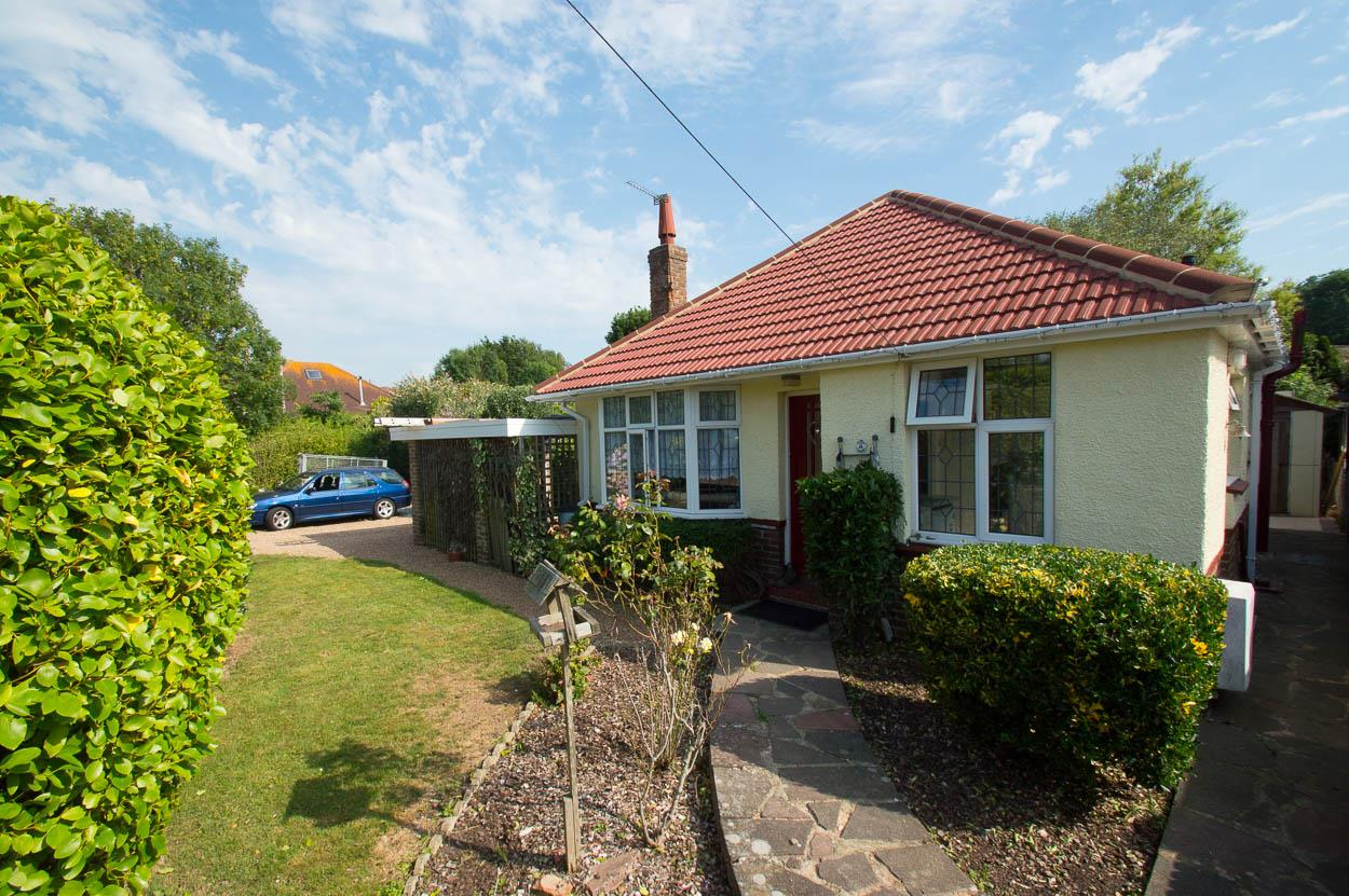 2 Bedrooms Bungalow for sale in Brightling Road, Polegate